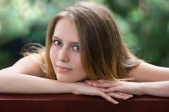 Dziewczyna na ławce Zdjęcie Royalty Free