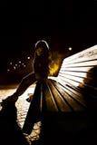 Dziewczyna na ławce Zdjęcia Royalty Free