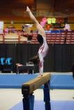 Dziewczyna na Balansowym promieniu Fotografia Royalty Free