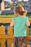 Dziewczyna na balkonie Zdjęcia Stock