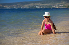 Dziewczyna na dennym wybrzeżu Fotografia Royalty Free