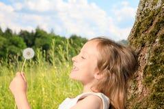 Dziewczyna na drzewie Obraz Stock