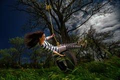 Dziewczyna na huśtawce Zdjęcia Royalty Free