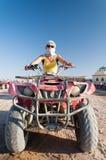 Dziewczyna na kwadrata motocyklu Fotografia Royalty Free