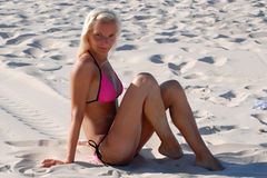Dziewczyna na plaży Zdjęcia Stock