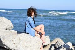 Dziewczyna na plaży fotografia royalty free