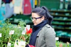 Dziewczyna na rynku zdjęcie stock