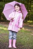 dziewczyna na zewnątrz uśmiecha parasolowych young Fotografia Royalty Free