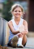 dziewczyna na zewnątrz uśmiecha się Fotografia Stock