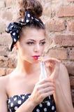 Dziewczyna napój sok Fotografia Stock