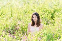 Dziewczyna nastolatek na pięknej łące Obrazy Stock
