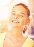 dziewczyna nastolatek uśmiechasz zdjęcia royalty free