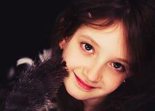 Dziewczyna nastoletnia w ptaka gniazdeczku Fotografia Stock