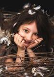 Dziewczyna nastoletnia w ptaka gniazdeczku Obraz Royalty Free