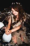 Dziewczyna nastoletnia w ptaka gniazdeczku Zdjęcie Stock