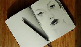 Dziewczyna od Sketchbook Obrazy Stock