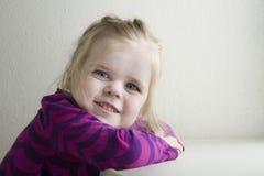 dziewczyna odizolowywający ja target664_0_ biel zdjęcia stock