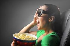 Dziewczyna ogląda 3D kino Zdjęcia Stock