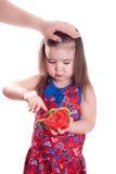 Dziewczyna płaci z plasteliną Fotografia Royalty Free