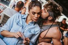 Dziewczyna patrzeje telefon komórkowego podczas gdy chłopak jest nim całujący obrazy royalty free