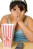 dziewczyna patrzy straszny film zdjęcie royalty free