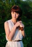 dziewczyna piękny smokingowy biel Fotografia Stock