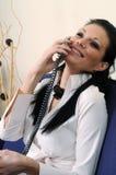dziewczyna piękny telefon Zdjęcia Royalty Free