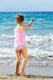 dziewczyna plażowy berbeć Zdjęcie Royalty Free