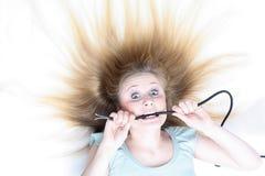Dziewczyna pod elektrycznością Fotografia Royalty Free
