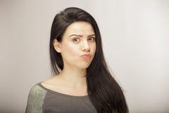 Dziewczyna pokazuje emocję z twarzowymi cechami Zdjęcie Royalty Free
