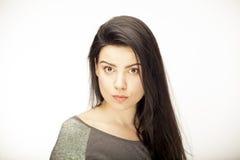 Dziewczyna pokazuje emocję z twarzowymi cechami Fotografia Royalty Free