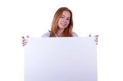 Dziewczyna pokazuje karton Zdjęcia Royalty Free