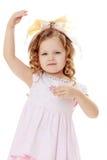Dziewczyna pokazuje lalę Obrazy Royalty Free