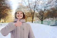 Dziewczyna pokazuje thumbsup gest Obraz Stock