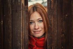 dziewczyna portret złotowłosy czerwony Zdjęcia Royalty Free