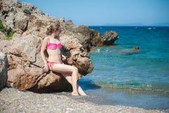 Dziewczyna Pozuje przy plażą Obrazy Stock