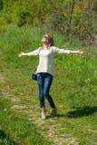 Dziewczyna Pozuje w naturze fotografia royalty free