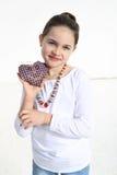 Dziewczyna pozuje z handmade zabawką Zdjęcia Royalty Free