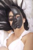 Dziewczyna pozuje z maską Obraz Royalty Free