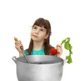 Dziewczyna próbuje gotować Zdjęcie Royalty Free
