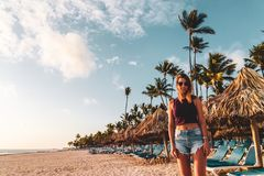 Dziewczyna przy Bavaro plażami w Punta Cana, republika dominikańska fotografia royalty free