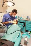 Dziewczyna przy dentysty biurem obrazy royalty free