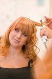Dziewczyna przy fryzjerami Zdjęcia Royalty Free