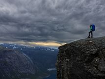 Dziewczyna przy górami Obraz Royalty Free