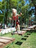 Dziewczyna przy linowym parkiem fotografia stock