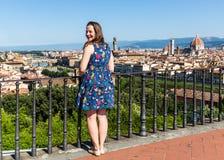 Dziewczyna przy Michelangelo kwadratem w Florencja, Włochy w lecie 201 zdjęcie royalty free