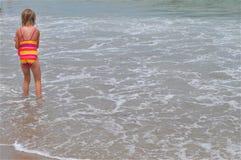 Dziewczyna przy plażą fotografia stock