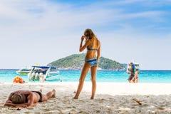Dziewczyna przy plażą Obrazy Royalty Free