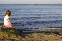 Dziewczyna przy plażą Fotografia Royalty Free