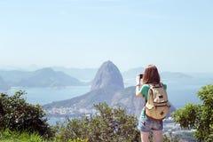 Dziewczyna przy Rio De Janeiro obrazy royalty free
